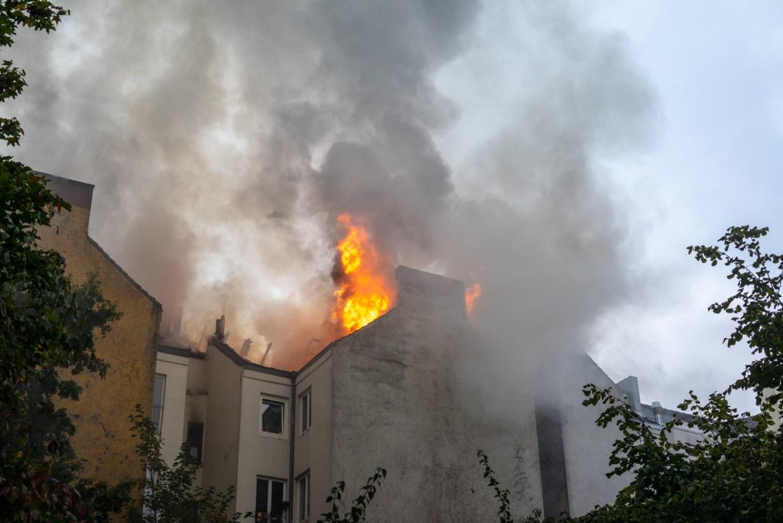 Dachstuhlbrand auf St. Pauli – Großeinsatz für die Feuerwehr