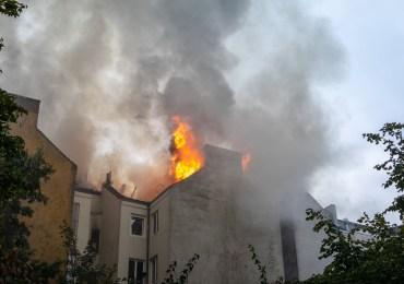 Dachstuhlbrand auf St. Pauli - Großeinsatz für die Feuerwehr