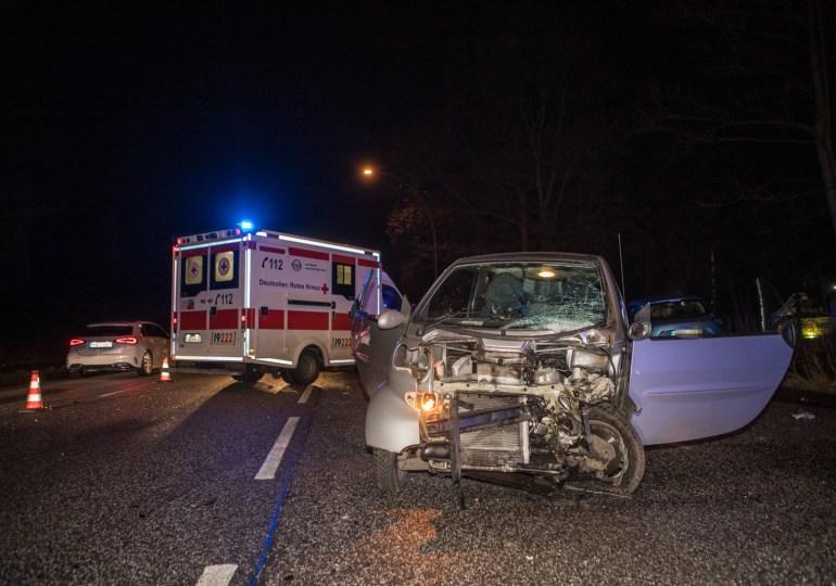 Schwerer Verkehrsunfall auf der Cuxhavener Straße legt Berufsverkehr lahm! - zwei Person zum teil schwer verletzt
