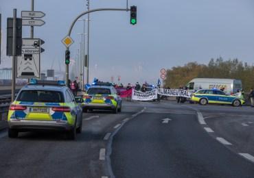 Polizisten bei Köhlbrandbrücken-Blockade verletzt