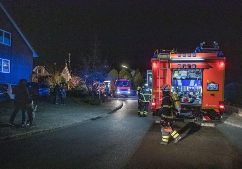 Feuerwehr im Einsatz - Einsatzkräfte können größeren Zimmerbrand verhindern