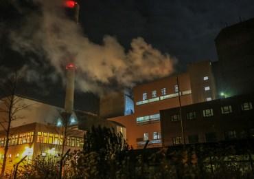 Feuer in Müllverbrennungsanlage Stapelfeld - Rauch zieht bis nach Hamburg