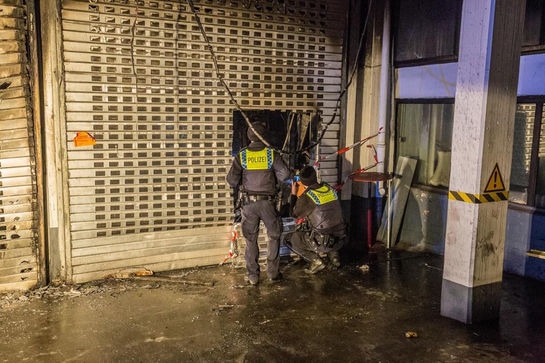 Feuer im Gewerbegebäude! – Feuerwehr muss zweimal löschen