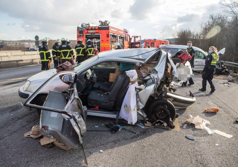 12 Kilometer Stau nach schweren Verkehrsunfall auf der A7