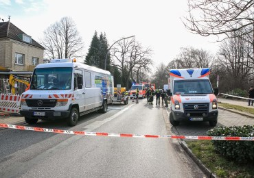 Verpuffung im Transporter - zwei Personen verletzt