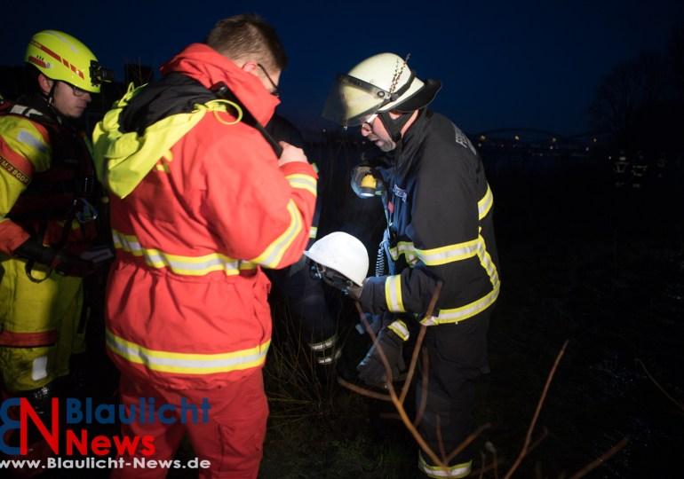 Person stürzt von Schubverband in die Elbe! - Vermisst - Feuerwehr suchte über 90min
