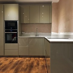 White Kitchen Appliances Pictures Of Country French Kitchens Green High Gloss Handleless - Berkhampstead | Blax ...