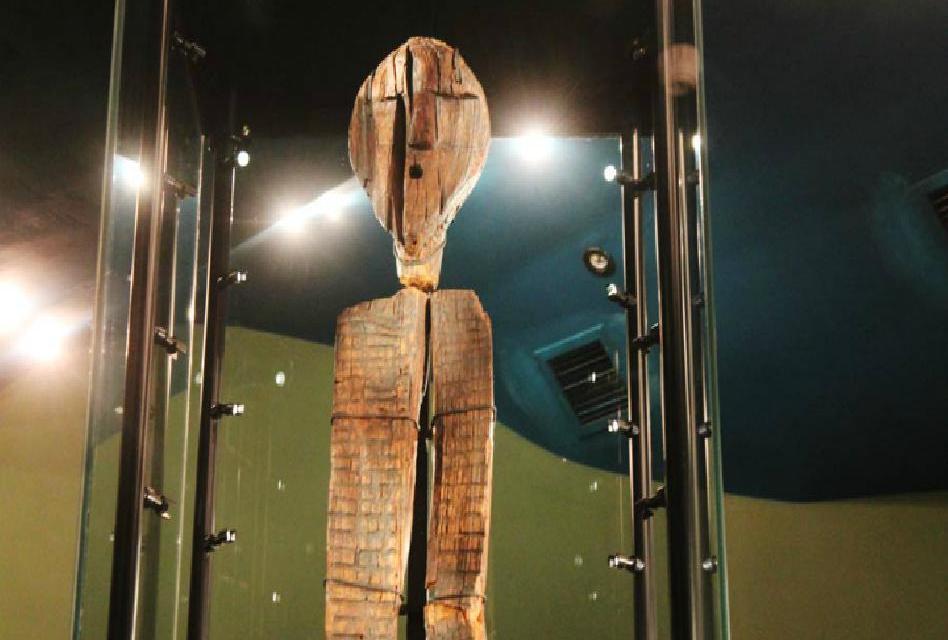 Co skrývá dřevěný panáček, je dvakrát starší než egyptské pyramidy?