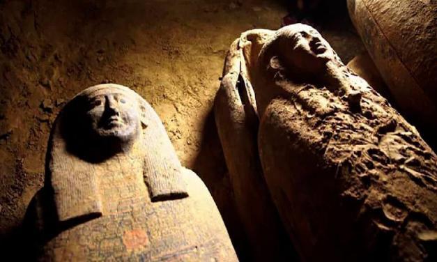 Archeologové objevili 2500 let staré a neporušené sarkofágy
