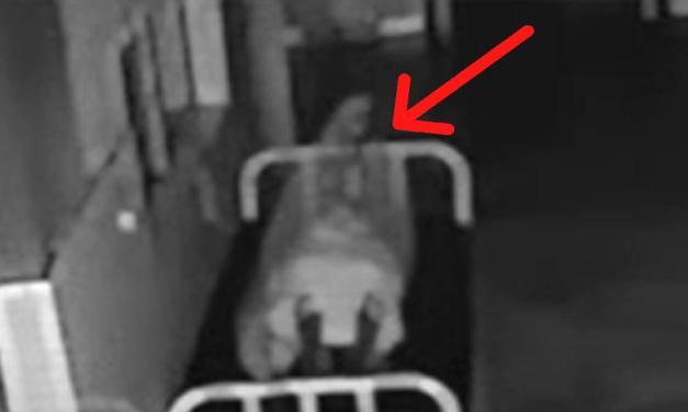 Nemocniční kamera zachytila, jak duše opouští mrtvé tělo
