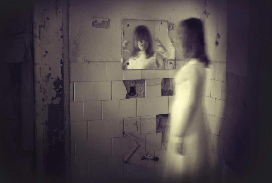 Jaká tajemství ukrývají obyčejná zrcadla?