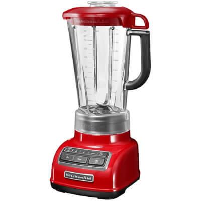 Kuvassa KitchenAid punainen blenderi ja tehosekoitin