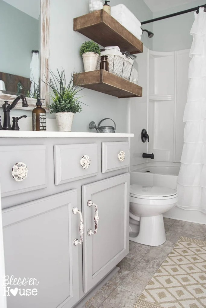 Bathrom wall and vanity paint color