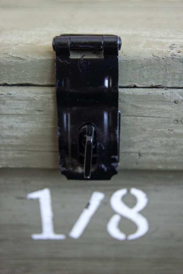 Vintage Military Foot Locker Makeover | blesserhouse.com