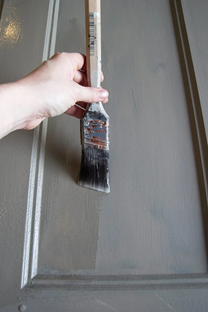 How to Distress Hollow Core Doors to Get a Chippy Paint Finish | blesserhouse.com