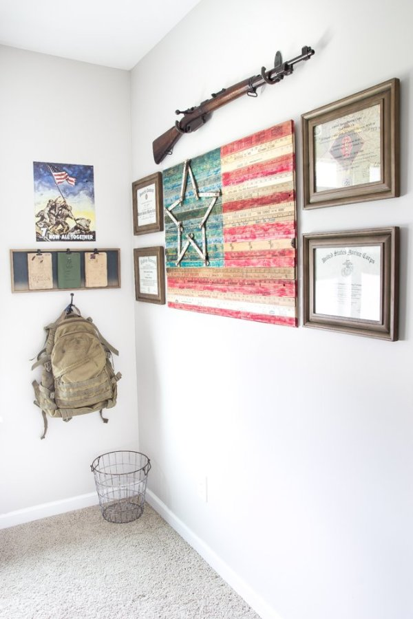 DIY Yardstick American Flag Wall Art | blesserhouse.com - This is so easy! Love the vintage Americana look!