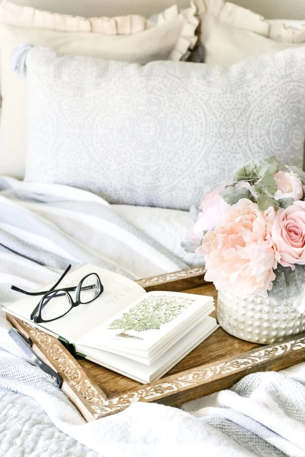 Tried and true ways to decorate and refresh your home completely for free (and maybe even make a little money in the process). #decorating #homedecor #budgetdecor Decorating swap with friends to save money
