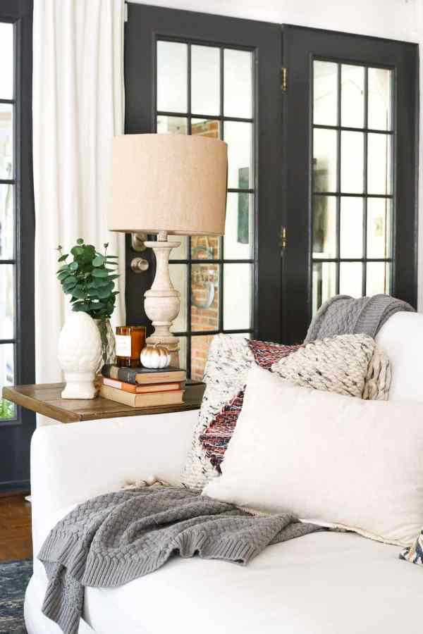 8 Fall Decorating Tips on a Budget + Fall Home Tour 2017 | blesserhouse.com - 8 fall decorating tips for a small budget with ways to shop smart in clearance aisles and thrift stores + a full autumn home tour. Fall living room