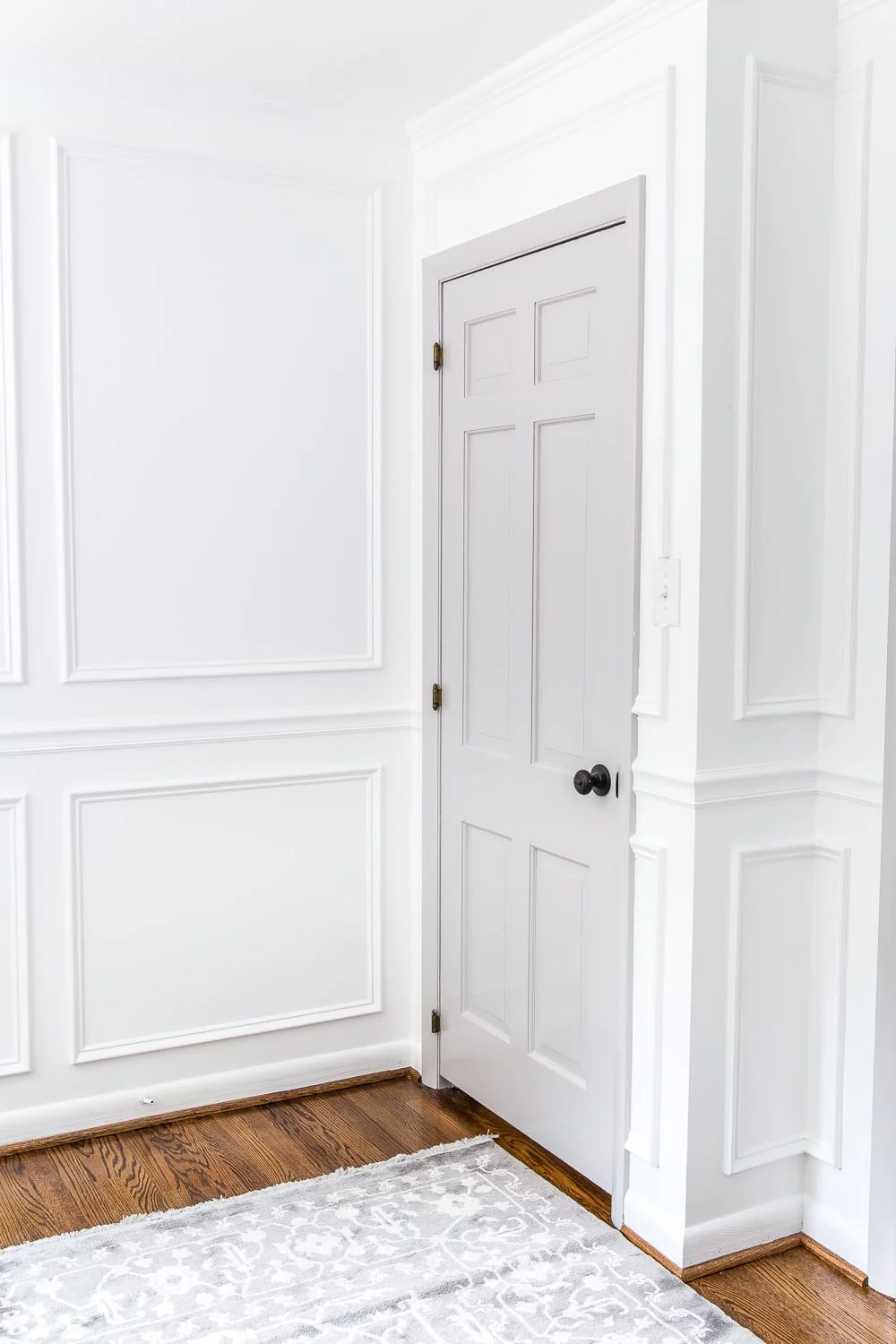 A step-by-step tutorial for painting interior doors to make a statement in any room, plus the best tools for making them durable. #interiordoors #doorpaint