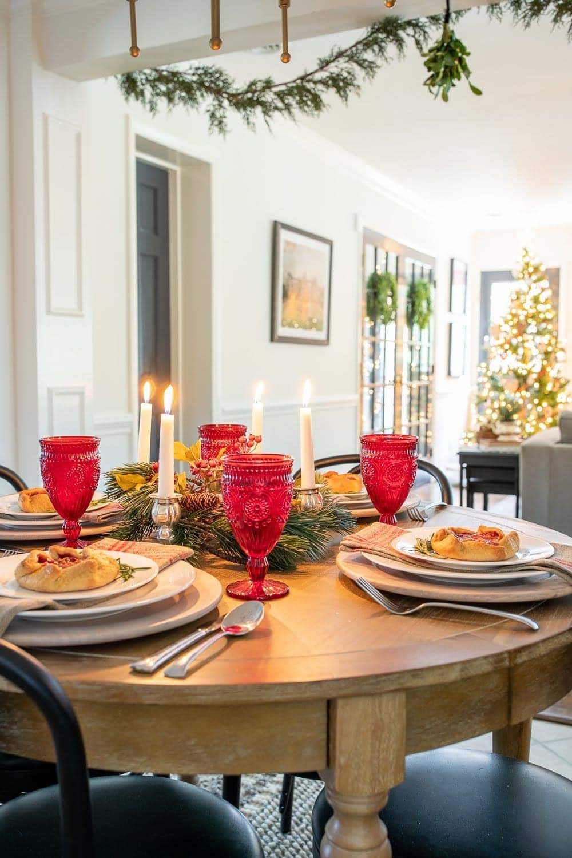 Christmas decor ideas | cozy tablescape round table