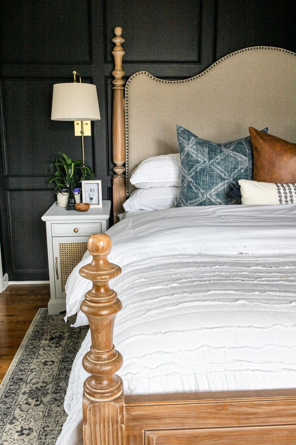7 Tricks to Make Your Bed Fluffy for Less | Tips and tricks to make your bed fluffy and full like the magazines but for less than luxury bedding without sacrificing comfort.
