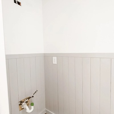 Easy DIY Vertical Shiplap Wainscoting