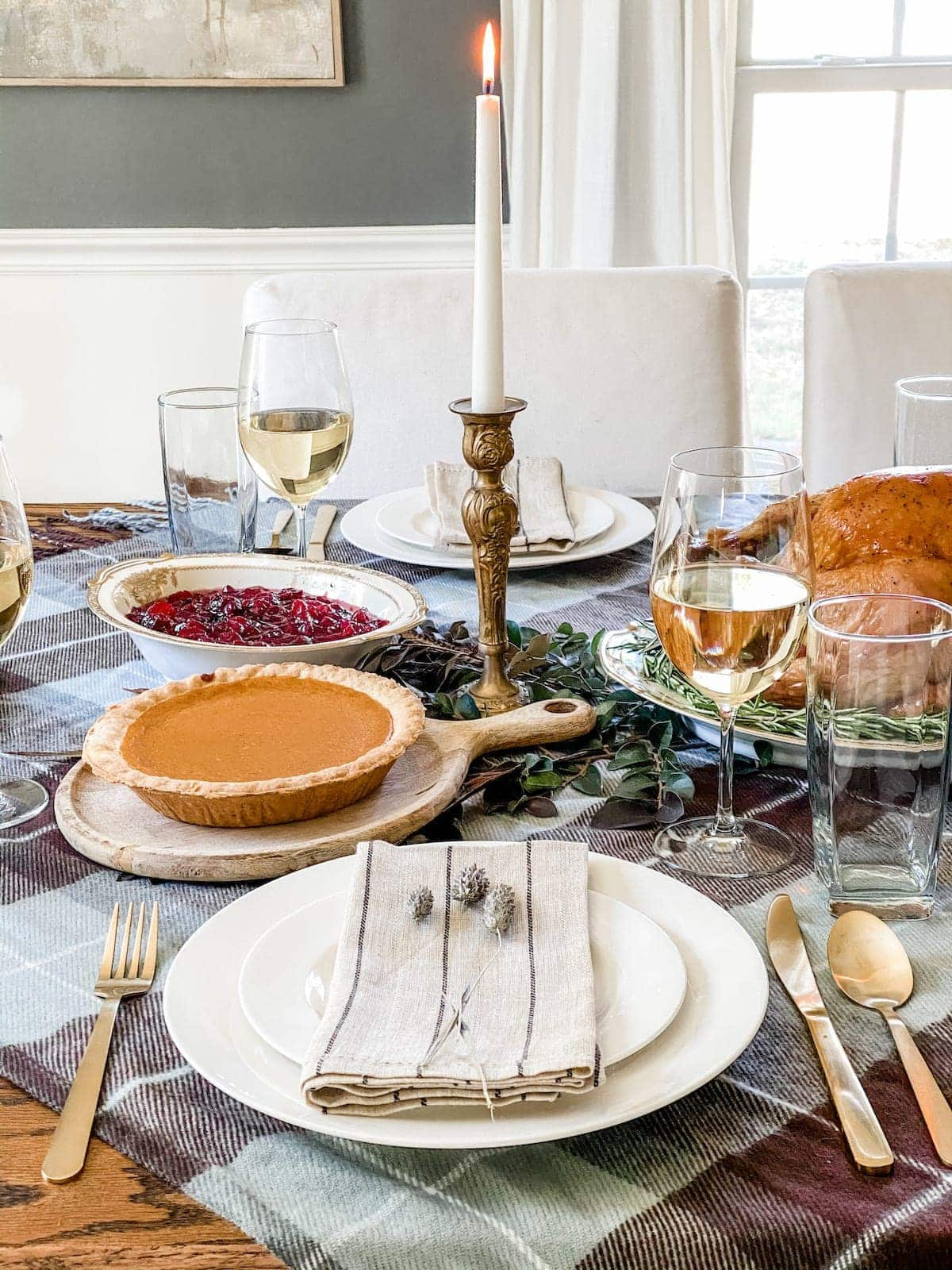 Simple place setting for Thanksgiving table decor