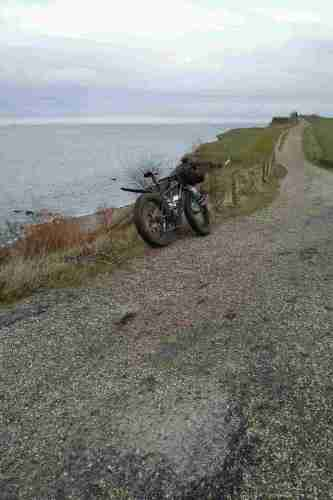 Wanderweg oberhalb der Steilküste.