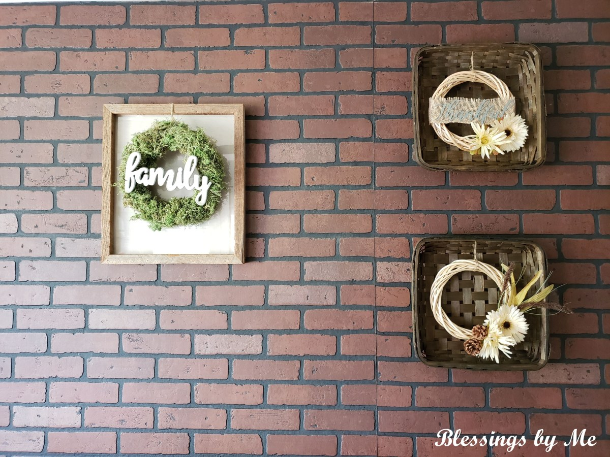 another view of the farmhouse wreath frame