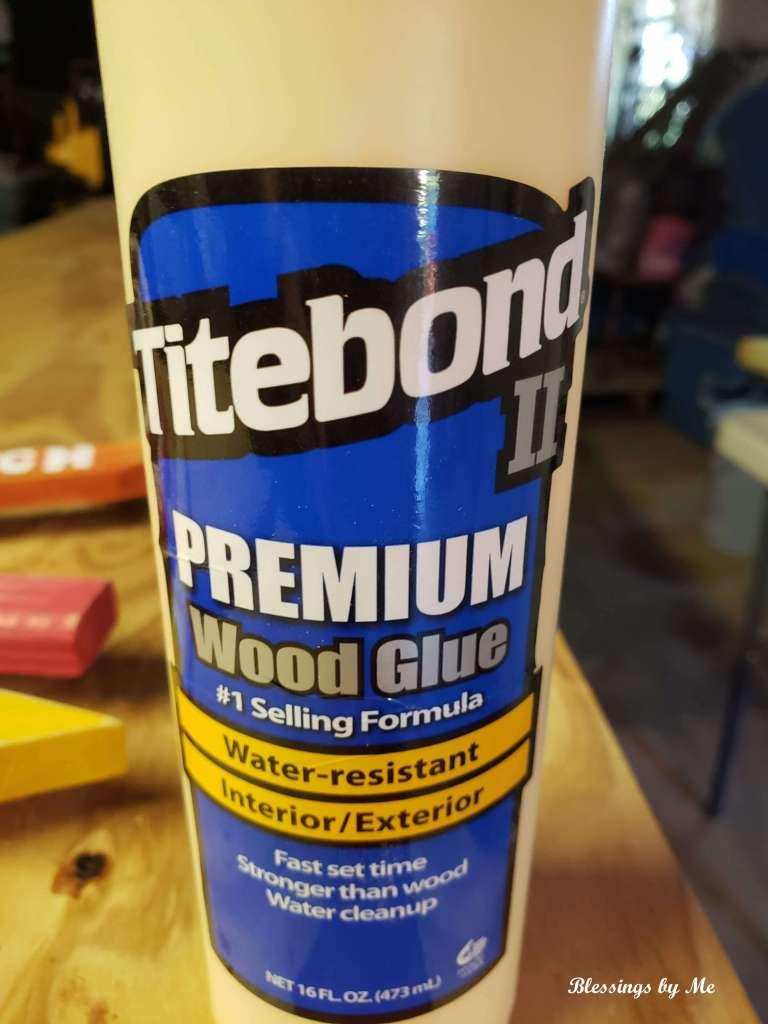 Titebond II Wood Glue - the glue I used for my pumpkin patch sign