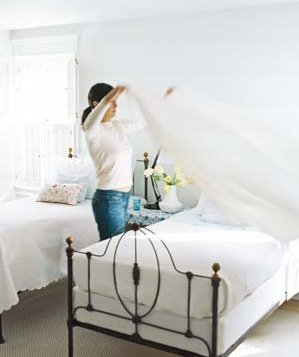 wash the sheets - natural ways to make your bedroom smell clean