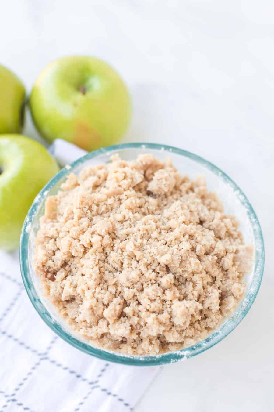 Apple crumb cake is a sweet, crumbly, and delicious fruit dessert that you can make on a cool fall day to use up the rest of those apples lying around! Baking made super simple, this easy apple crumb cake comes together easily with your favorite kind of apples and a sugar-cinnamon crumbly topping! #crumbcake #applecrumbcake #cake #apple #applecake #baking #dessert