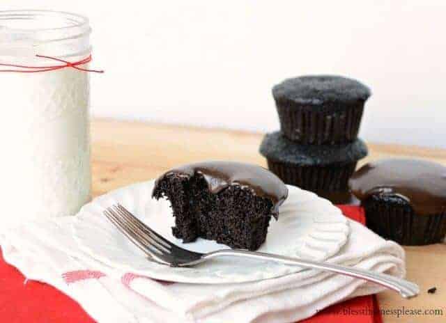 less calorie chocolate cupcakes, less calorie chocolate cupcake recipe, low fat cupcakes, low fat chocolate dessert, healthier cupcakes, ATK chocolate cupcakes, ATK Comfort Food Makeovers