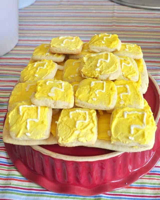 square cookies frosted to look like item blocks, yellow with a white question mark