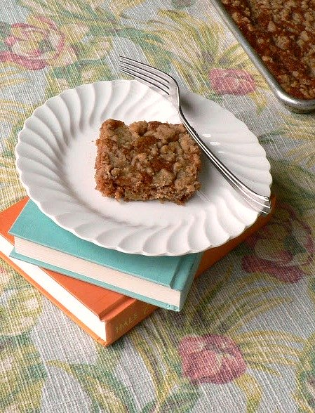 Apple crumb cake, 10 Amazing Apple Recipes just in time for fall!