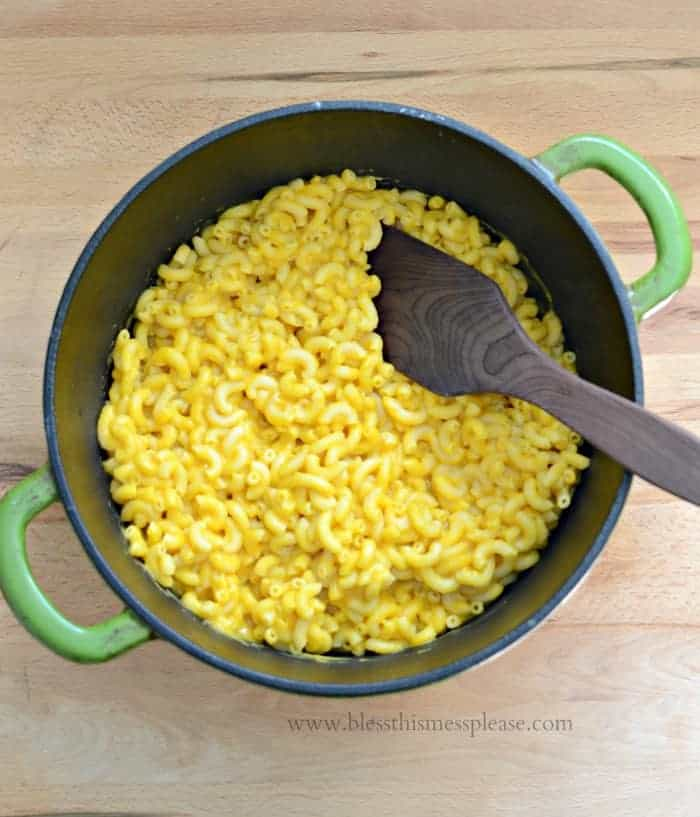 macaroni and cheese in a large green pot