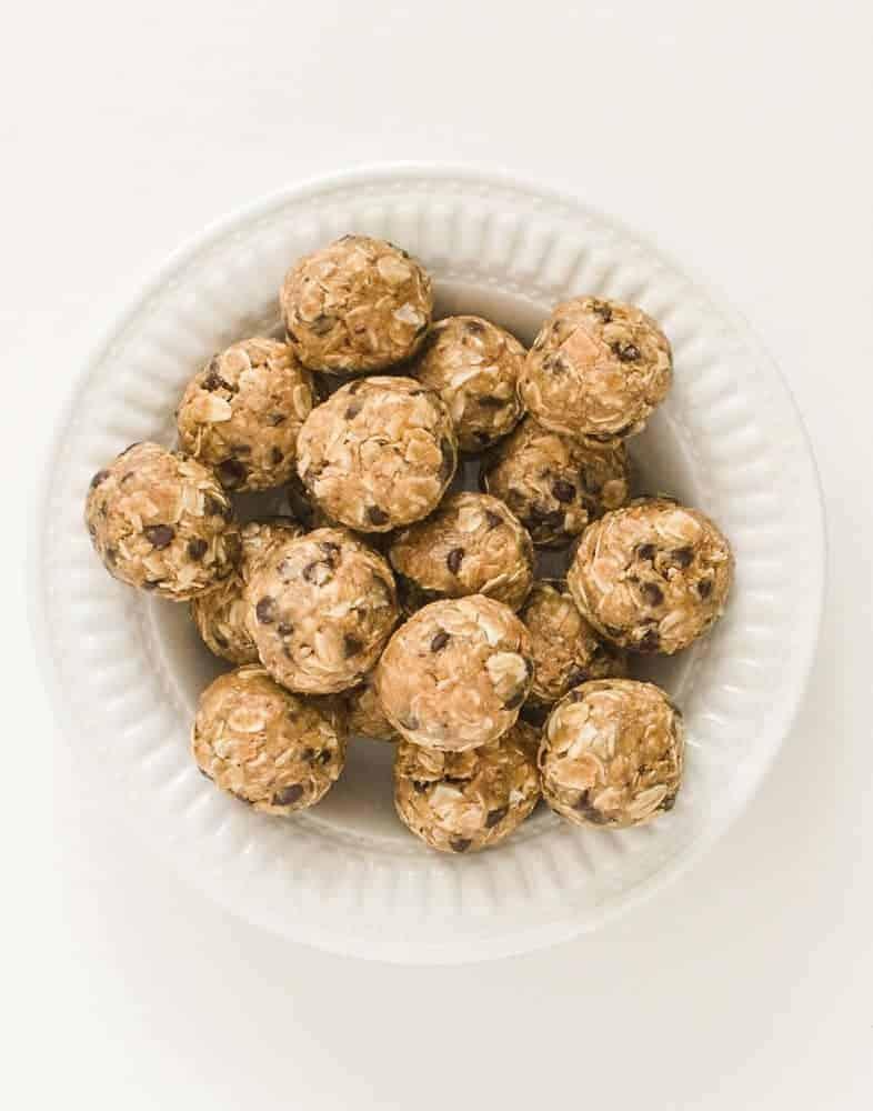 Peanut Butter Chocolate Chip Oatmeal Balls   Easy No-Bake Recipe