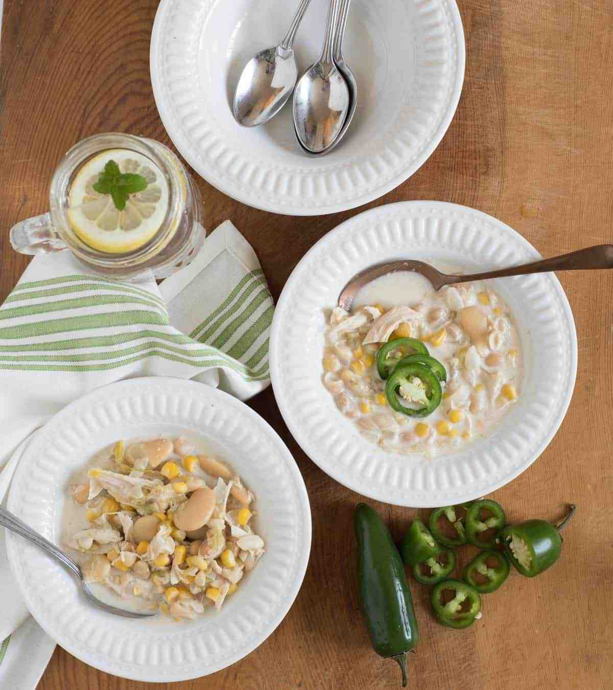 The best creamy slow cooker white chicken chili on the block. This recipes is super easy to make, cooks by itself, and is a chili cook off winning recipe.