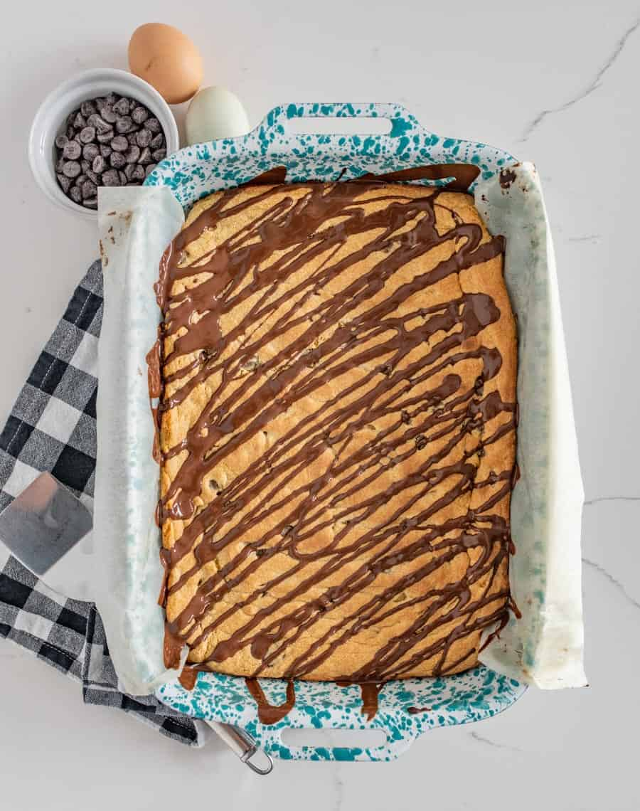 For bakers and non-bakers alike, these chocolate chip cookie bars come together effortlessly with the use of a cake mix and a handful of additional ingredients!