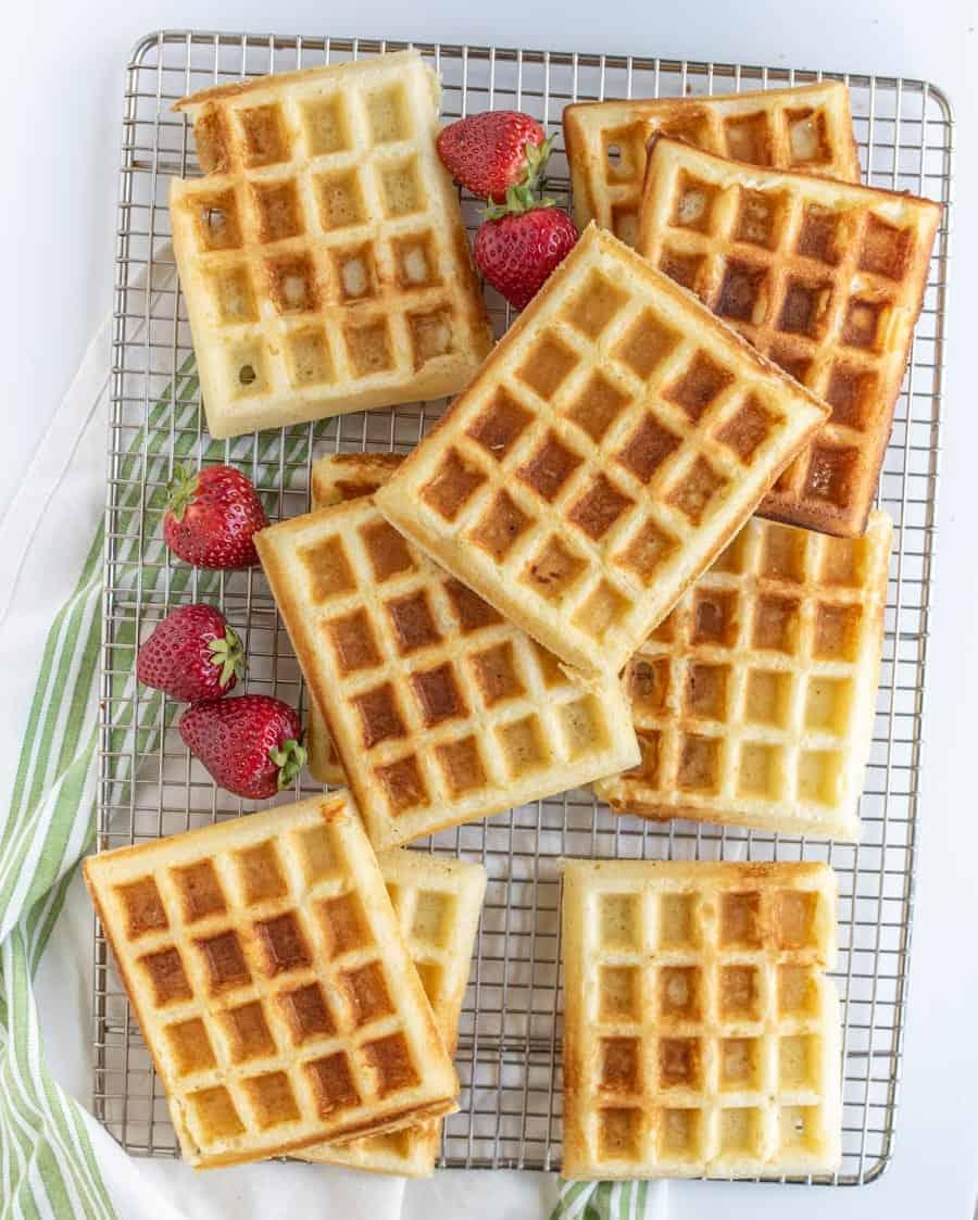 Classic Fluffy Buttermilk Waffle Recipe for Breakfast