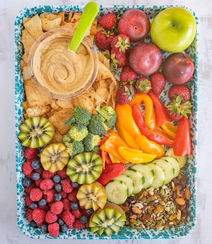 The perfect fridge and pantry clean out! The after school snack tray is a great way to feed hungry kiddos and clear out some space in your kitchen. #snacktray #snack #afterschool #snackideas