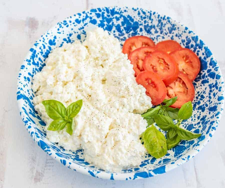 Yep, you can make homemade cottage cheese -- AND it's super simple, fresh, and delicious! #cottagecheese #cottagecheeserecipe #homemadecottagecheese #cheese #homemadecheese
