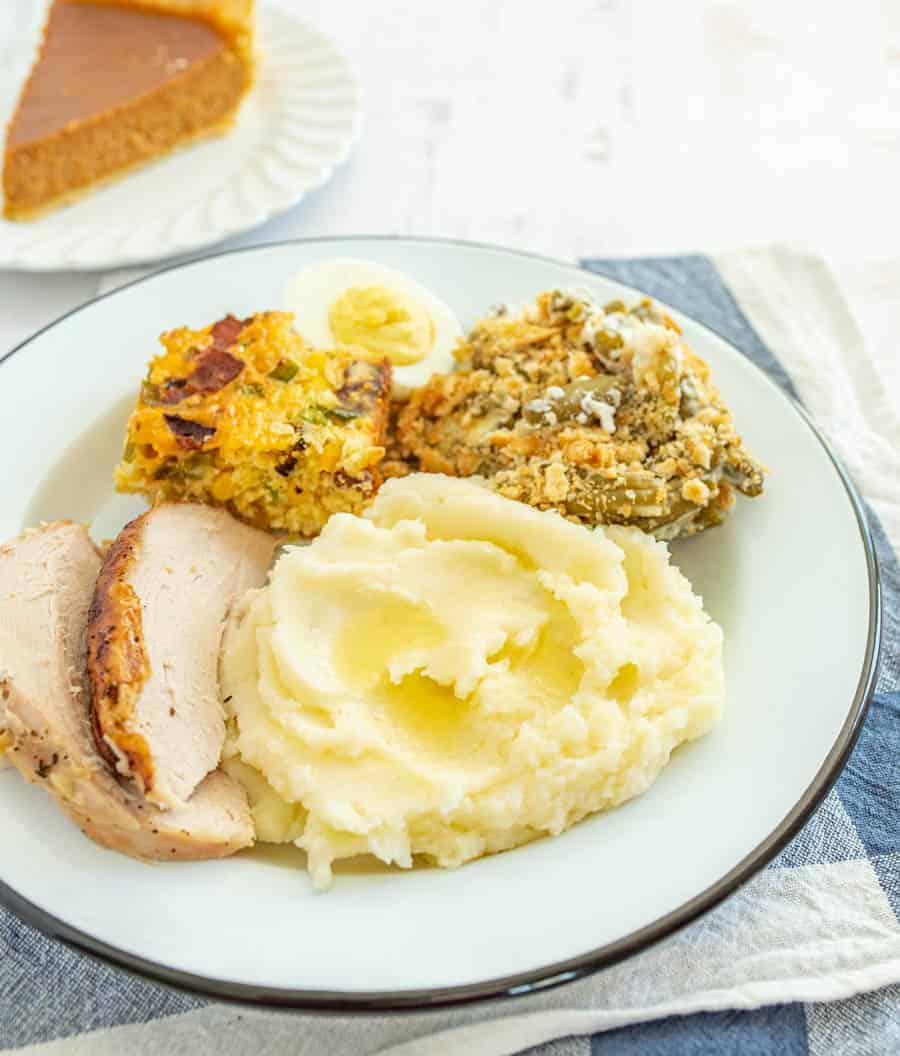 No holiday table is complete without a batch of classic, buttery mashed potatoes, and this recipe is perfectly easy to make and yields a heavenly and fluffy bowl of mashed potatoes. Using russet potatoes and butter with a few other simple ingredients, you can have the best homemade mashed potatoes for your holiday table or any other occasion. #mashedpotatoes #homemademashedpotatoes #mashedpotatorecipe #russetpotatoes #potatoes #potatorecipe #thanksgiving #thanksgivingdishes #thanksgivingrecipe