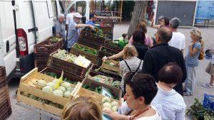 Producteurs bio et clients des Paniers Marseillais