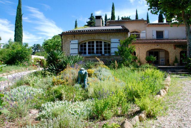 cueillette de plantes sauvages au Grand Jardin d'Elizabeth