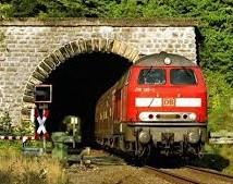 Eindeutige Forderung nach zweigleisiger Sanierung der Bahntunnel