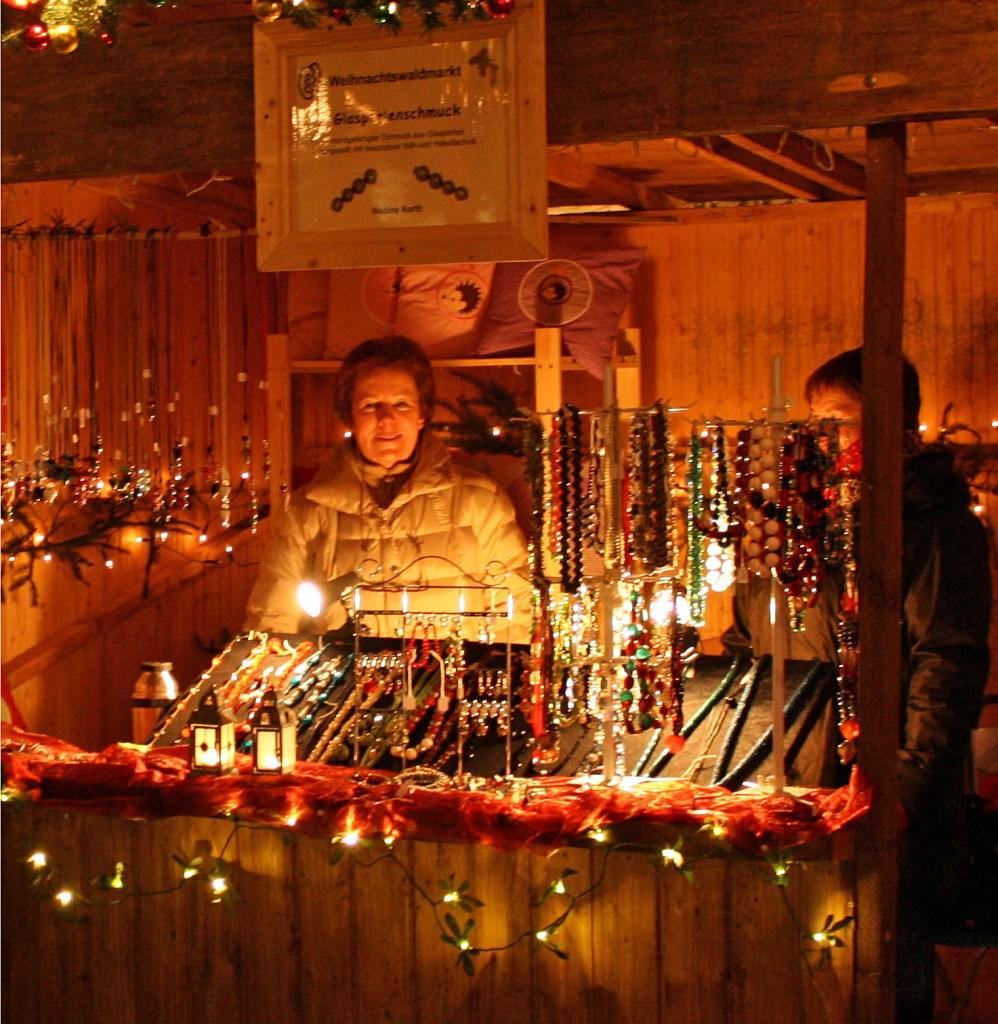 Einer der urigsten Weihnachts-Waldmärkte Deutschlands