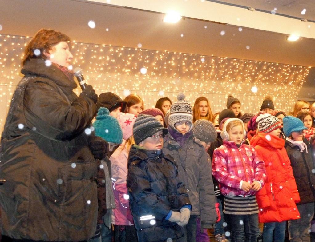 Weihnachtsmarkt startet mit Nikolaus und Schnee