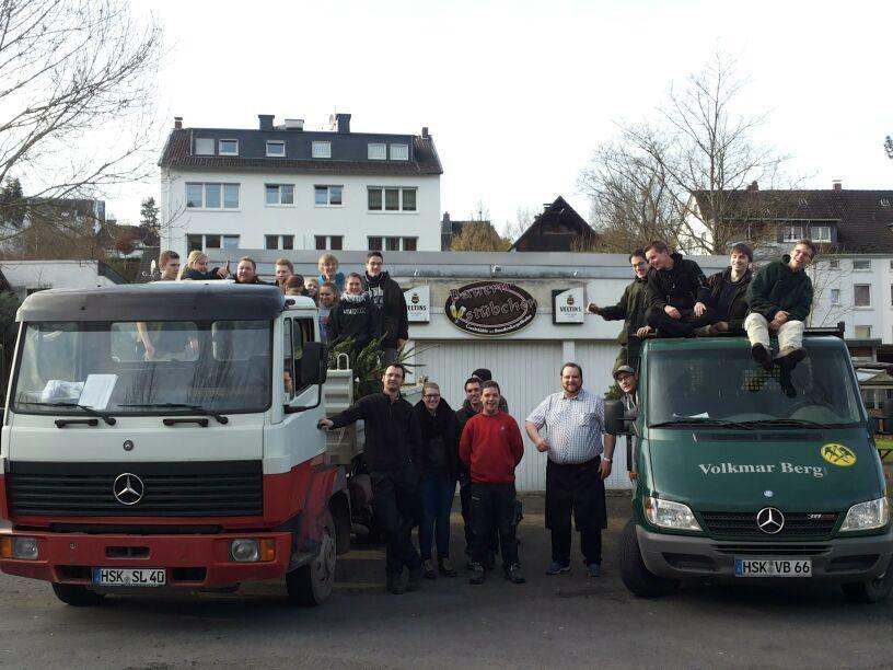 Mehr als 250 Weihnachtsbäume eingesammelt: KJG dankt Helfern