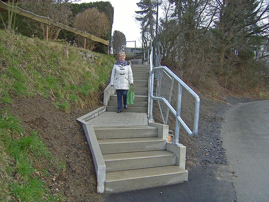 Instandgesetzte Treppen machen Politiker froh